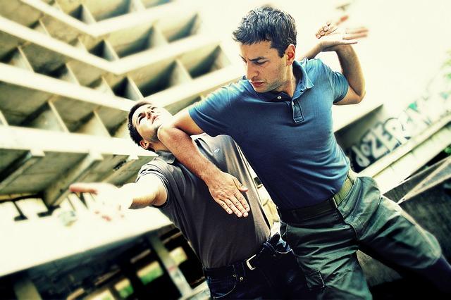Être agressif pour mieux se défendre