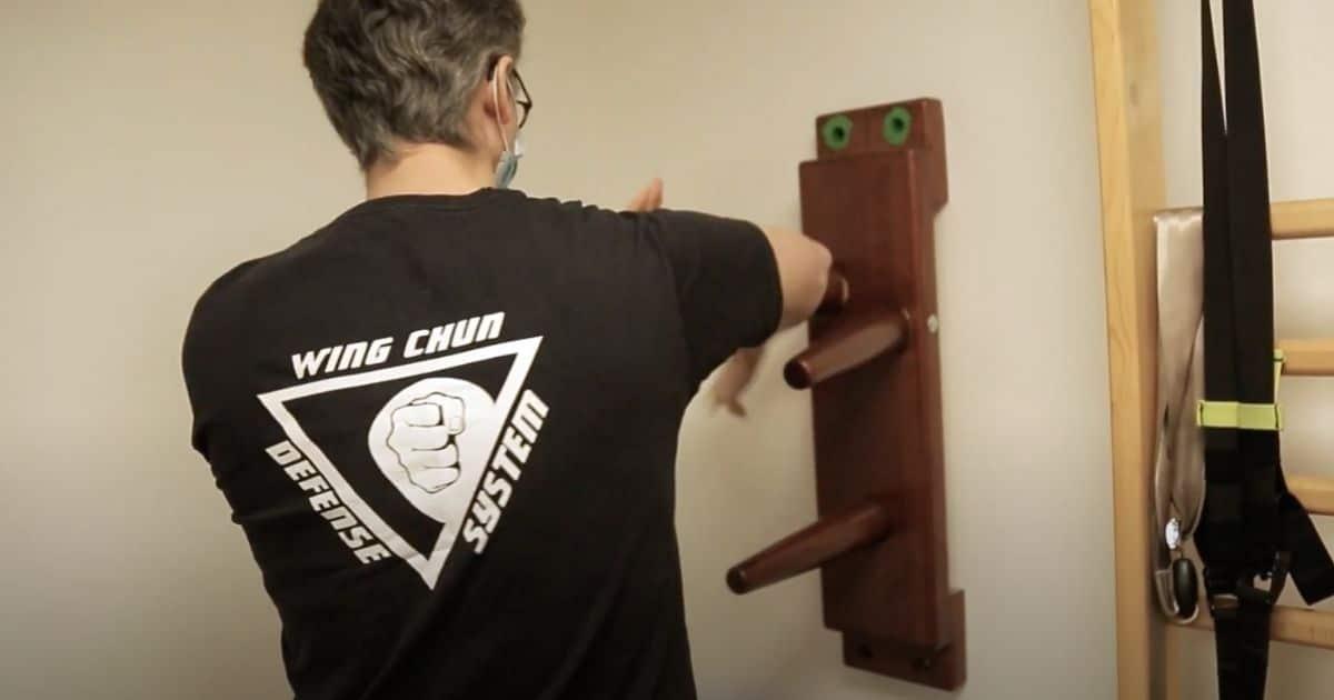 Demi mannequin de bois mural